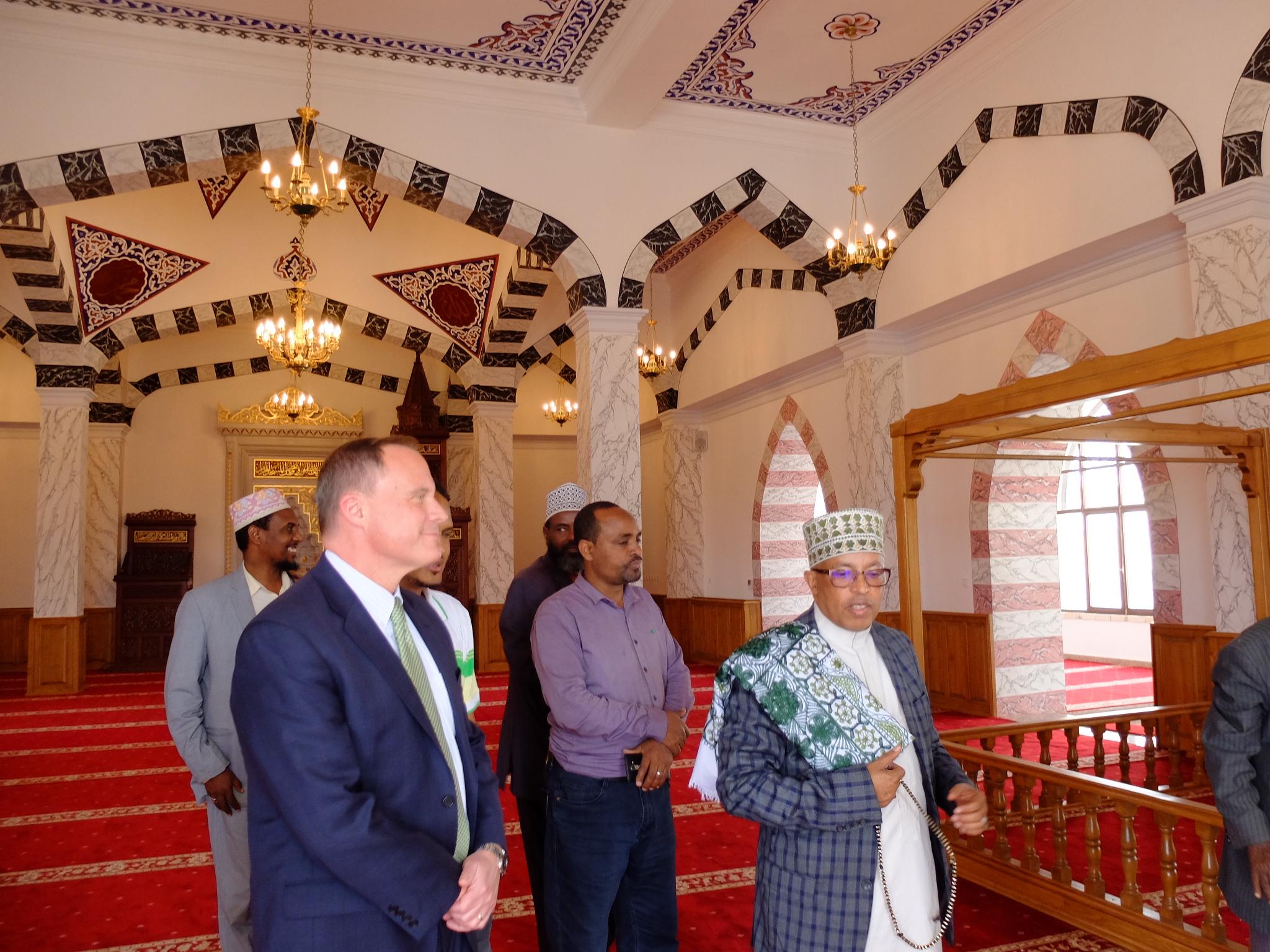 Картинки по запросу nejashi mosque interior